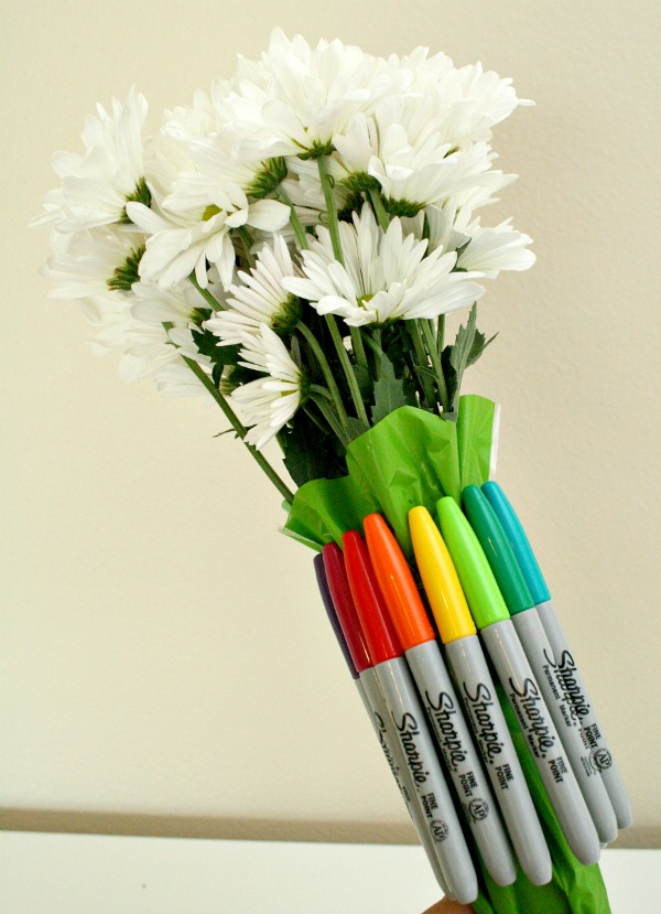 Sharpie-BouquetSUPER-easy-back-to-school-gift-teachers-will-love