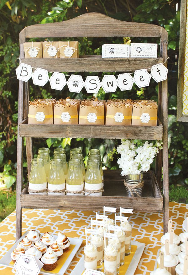 bumble-bee-party-honey-comb-banner